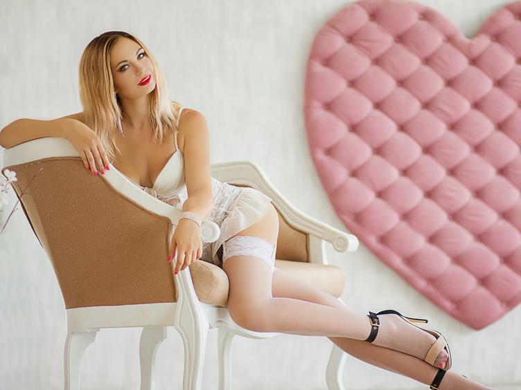 Hi, hier bin ich - Deine Traumfrau! :) Traust Du Dich mich anzuschreiben? Ich beisse nicht, bin offen und gerne rede ich mir dir über das schönste was es gibt. Ich bin sexsüchtig und habe auch geile Fantasien...Besuche mich und lass Dich von mir verführen...P.S. Ich liebe es meinen heißen Körper mit sexy Titten zu zeigen ;) Alles natürlich NACKT!