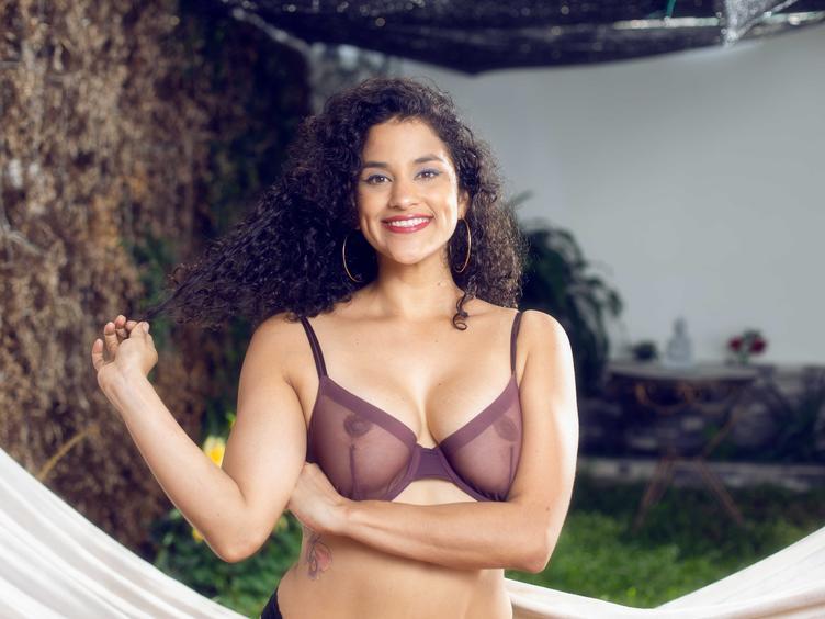 Hallo Schatz, du kannst Aalia Tyler besuchen!  Ich bin ein professionelles Webcam-Model aus Kolumbien, ich bin die Rumba, das Vergnügen und die Freude meines Volkes, aber ich bin auch ewige Lust und ich liebe Sex und vulgäre Dinge! Ich denke, ich bin ein ausgezeichneter Zuhörer für Menschen und ich gebe gerne Ratschläge. Wenn du es nicht hören möchtest, benutze einfach meinen Arsch!  Denke daran, dass du immer um alles bitten kannst.  Komme!